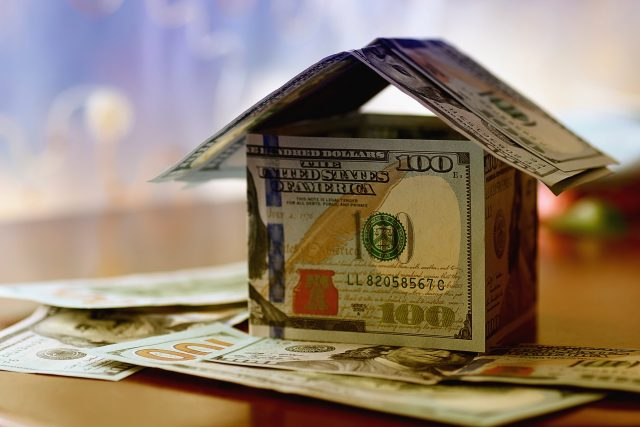 Real-Estate-dollar-house-background-475426238_2700x1800-640x427